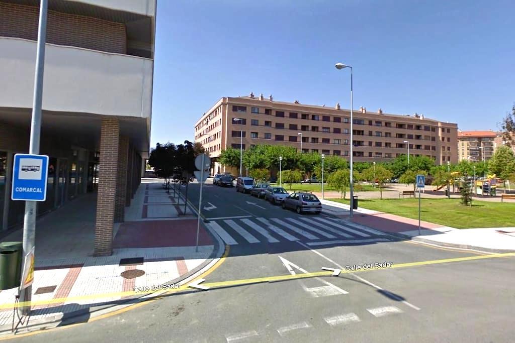 Piso 2H con Garaj en la Universidad - Pamplona - Byt