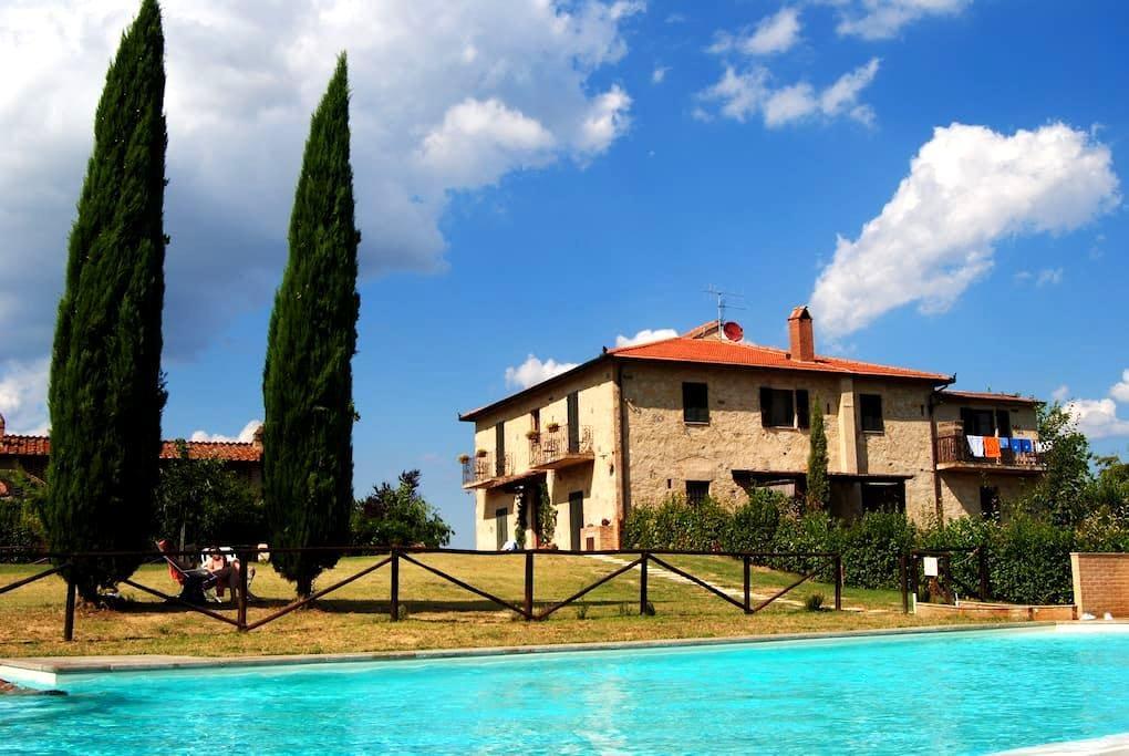 Fattoria Voltrona - ATTIC  Bedroom - San Gimignano, Siena - Aamiaismajoitus