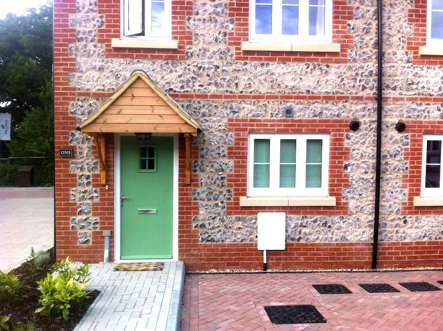 Spare room in lovely village house. - Ashington - Haus