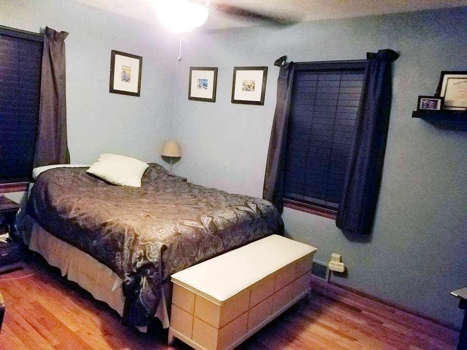 Private Master Bedroom in quiet neighborhood - Belleville - Ev