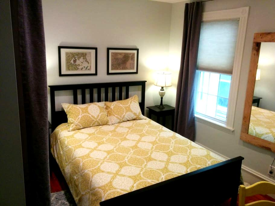 Room near Porter and Davis Square - Somerville - Hus