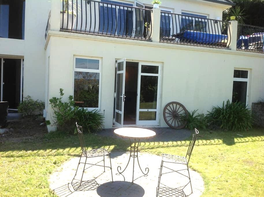 Acacia Bay gem overlooking the lake - Taupo - Apartment