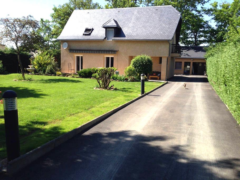 Chambre Privative avec parking - Flavin - Casa