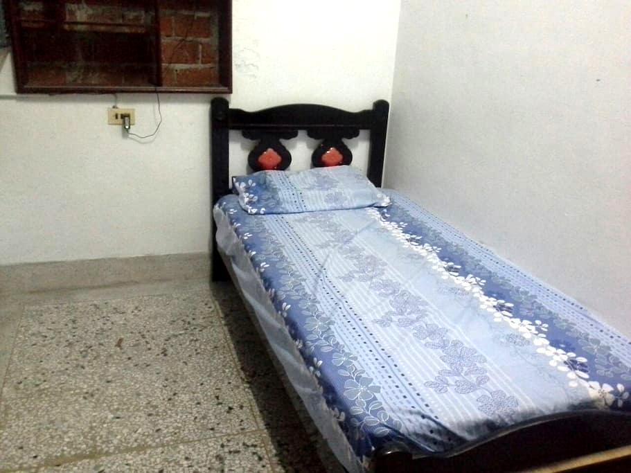 Single bed room, no A/C單人房沒有冷氣只有電扇 - 台東市 - ทาวน์เฮาส์