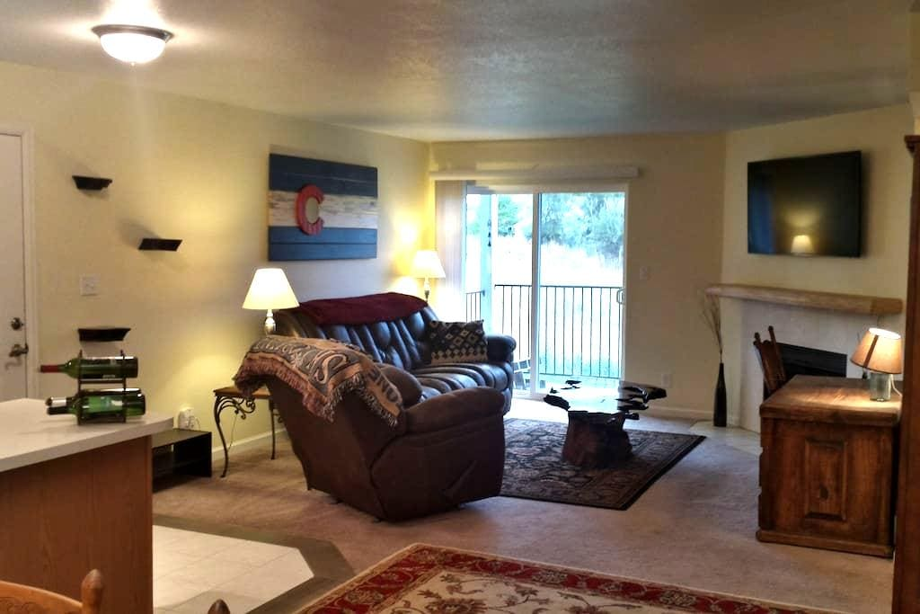 Relaxing Lakewood Condo near Green Mountain - Lakewood - Kondominium