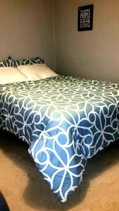 Cozy Basement Bedroom w Living Room - Littleton - Casa
