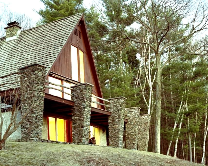 Rye Chalet. 18 private acres. Relax. Huge views. - Wells