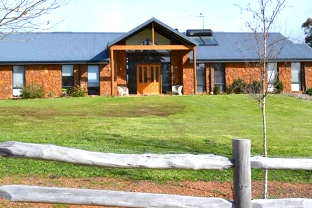 The Rock House Homestay - Bridgetown - Hus