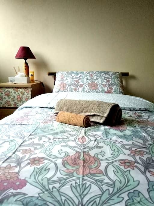 Cosy Single Room with free wifi - Woodley - 公寓