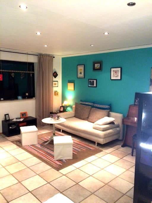 Schönes Zimmer mit Bad & Balkon - Dormagen - Apartament