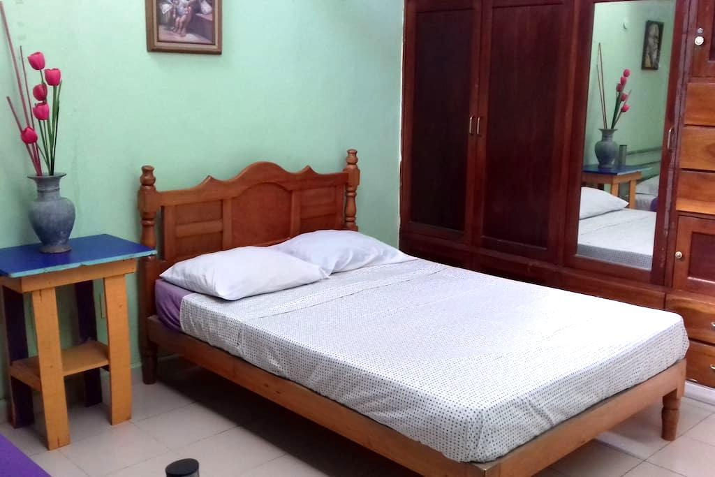 A 10 min del ado y aeropuerto con baño privado - Chetumal - Σπίτι
