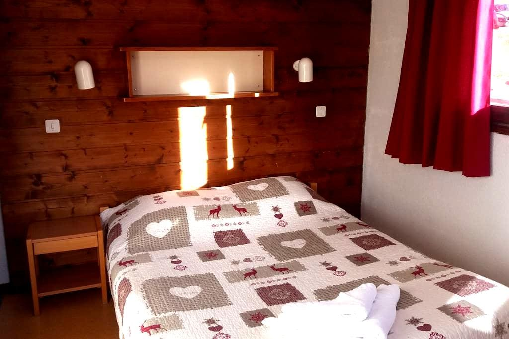 "Le Gîte -4- L'arnica ""lit double"" - Châtel - Bed & Breakfast"