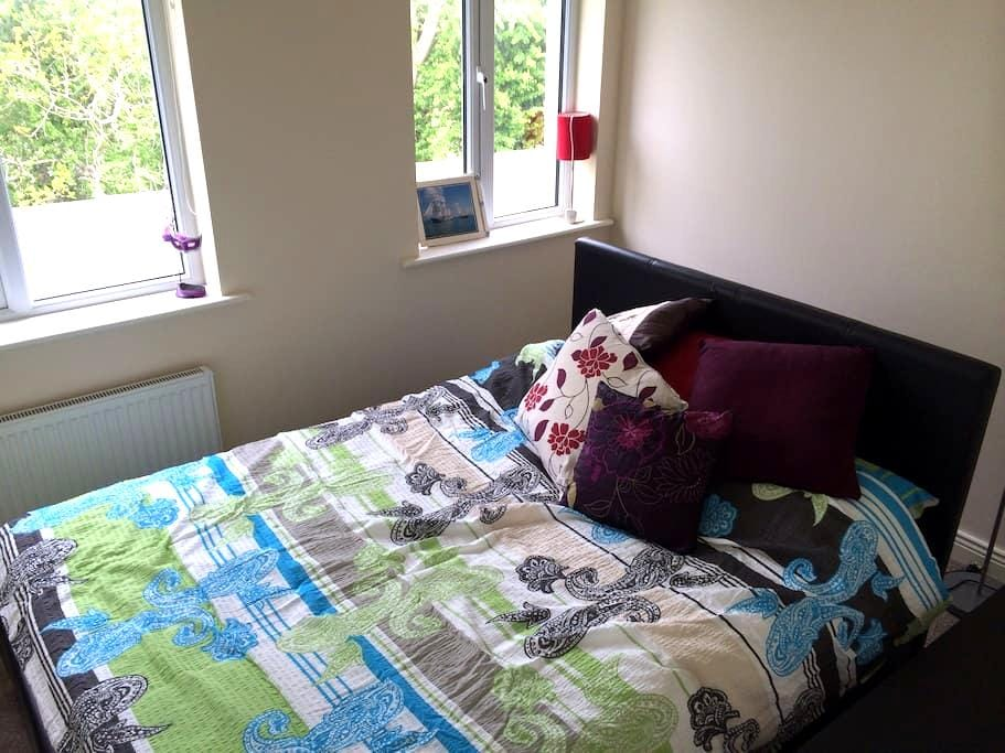 Cosy 2BD in the Charming Suburbs - Ashbourne