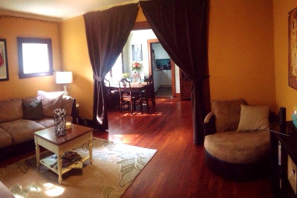 Cozy Room in Detroit -Ferndale Flat - Ferndale - บ้าน