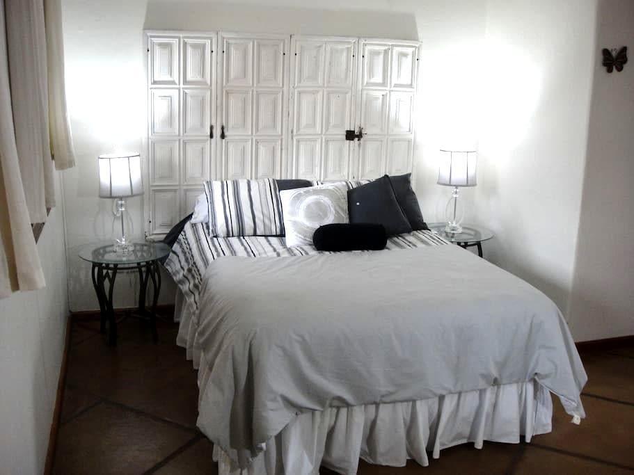 White Doors/ Colonial Style Villa - Cuernavaca