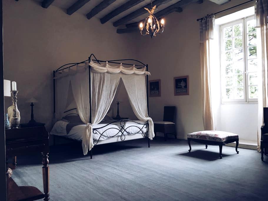 Chambre Eloïse dans Ancien Couvent - Cahuzac - Pousada