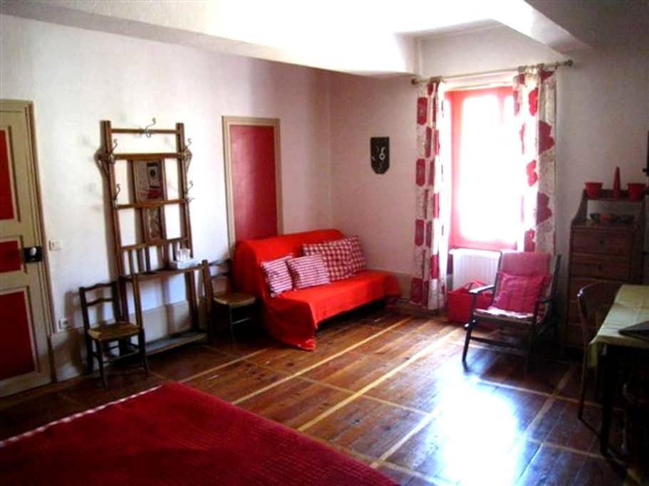 beaunenuit chambre rouge - Beaune - Bed & Breakfast