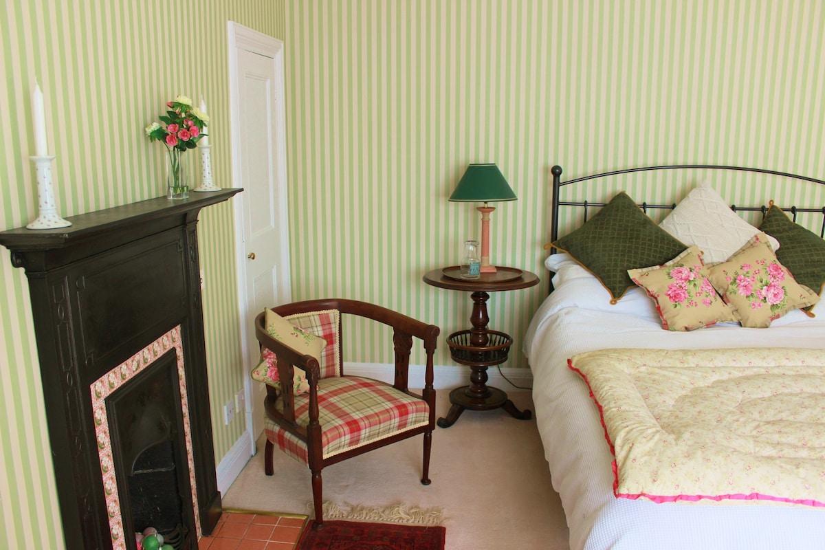 Bright Edwardian room 5 min station