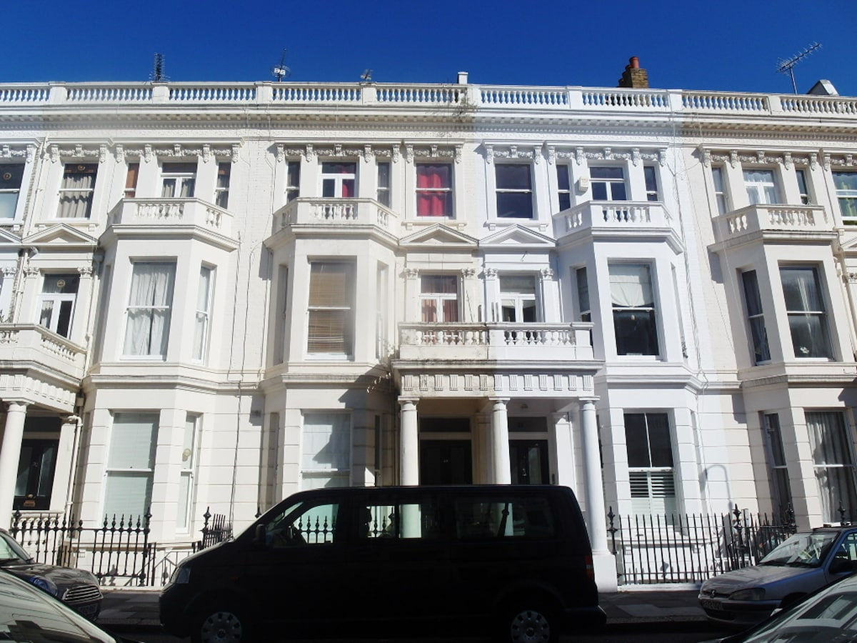 Room for long stay in London zone 2