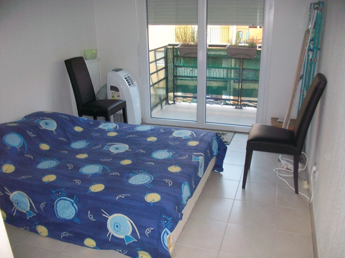 Room for 2 in a quiet and new flat