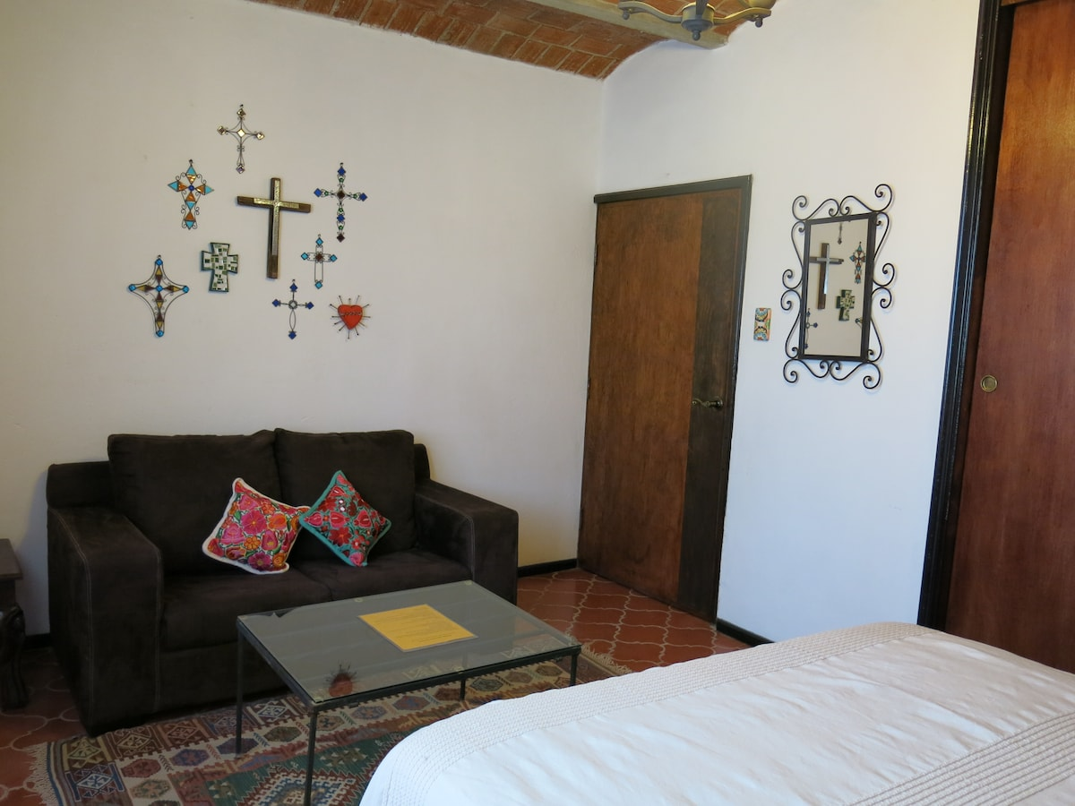Casa Fumi cute Mexican style room
