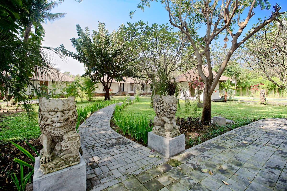 Sweeping grounds of the 2400 square meter private setting.