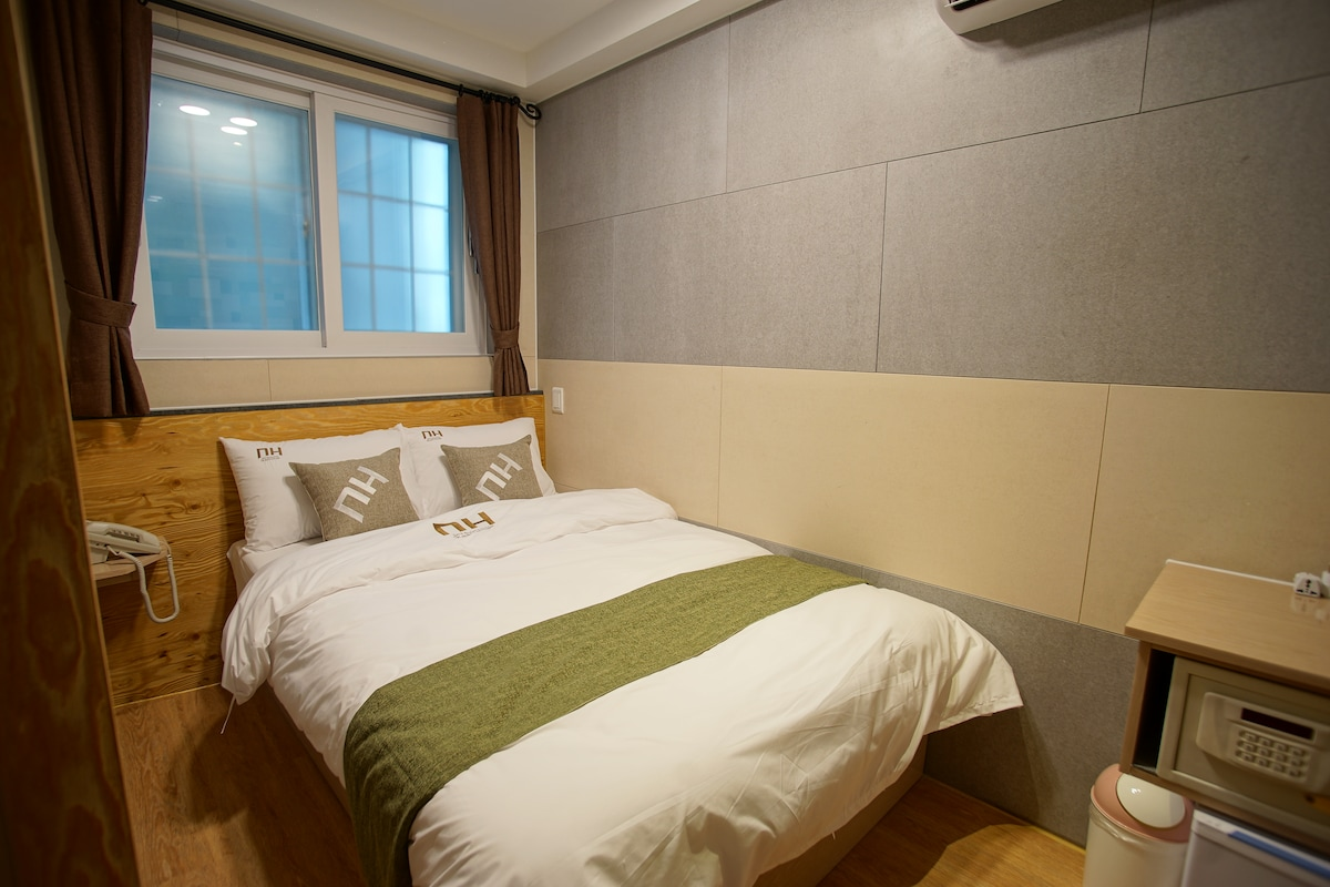 DH Sinchon house 203. Double Room