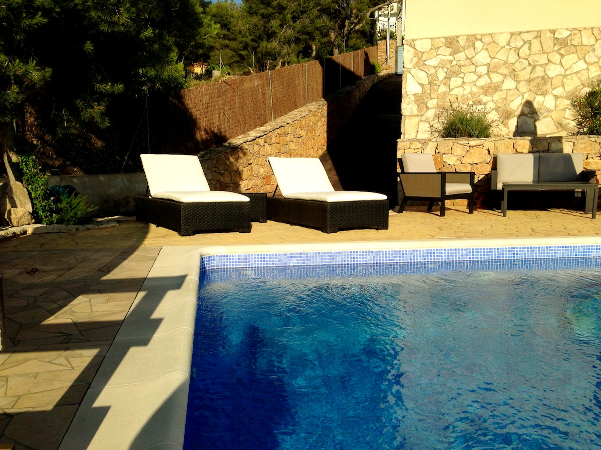 DOUBLE ROOM + ENSUITE, VILLA, POOL