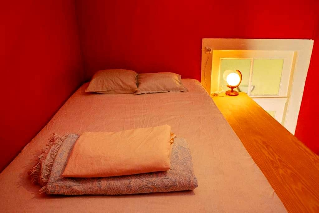 Lovely Red Room in Center of Porto - Porto - Guesthouse