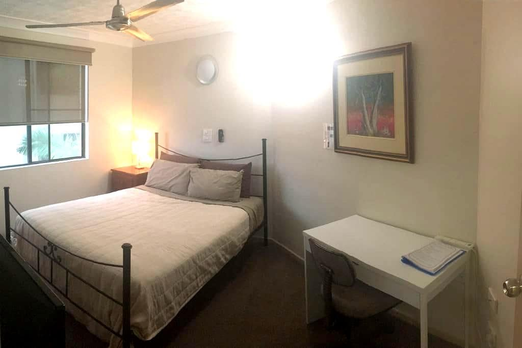 Secure, private own ensuite, wifi, 24 hr check in - Townsville City - Apartment