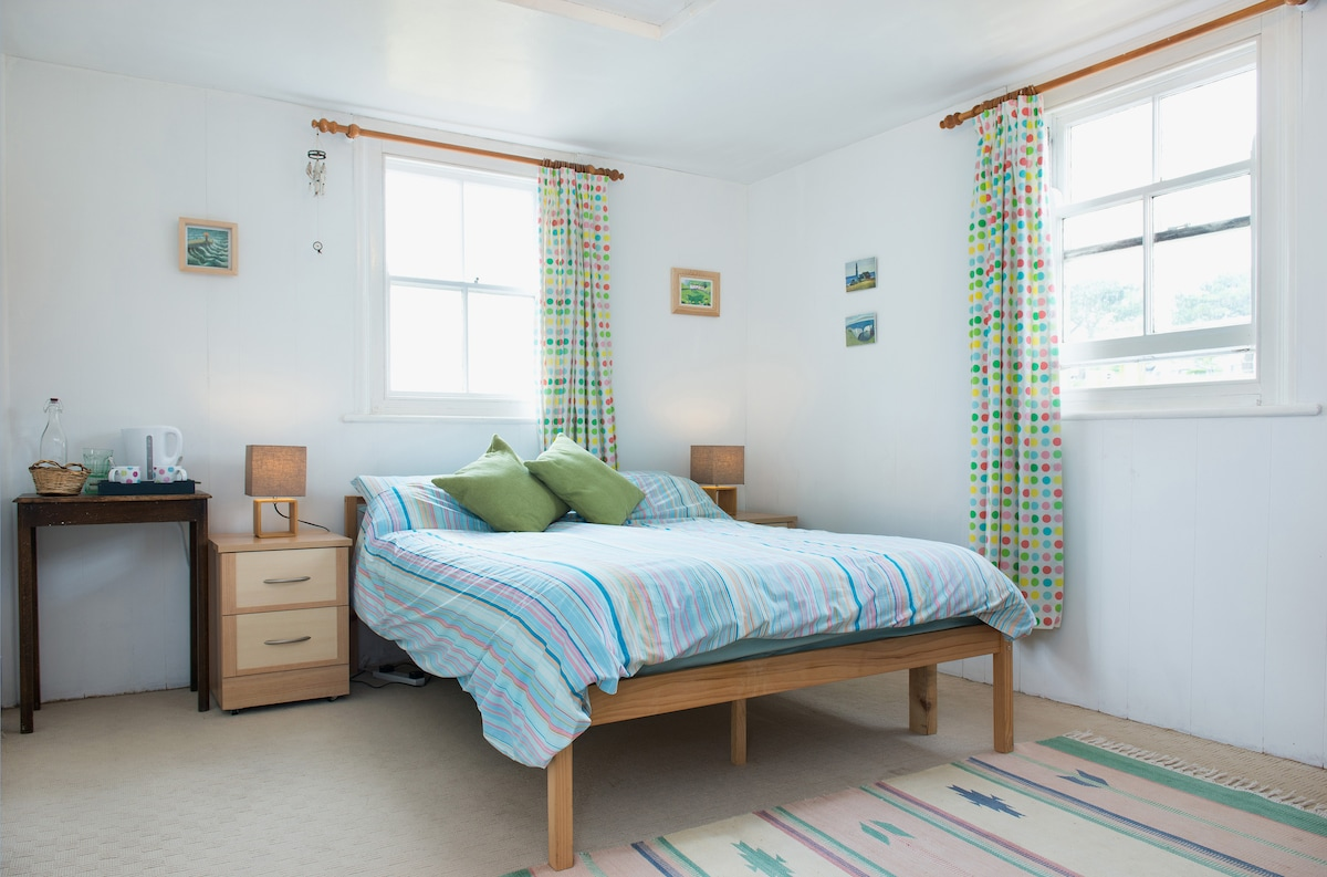 Vegan Coastal Retreat En-Suite Room