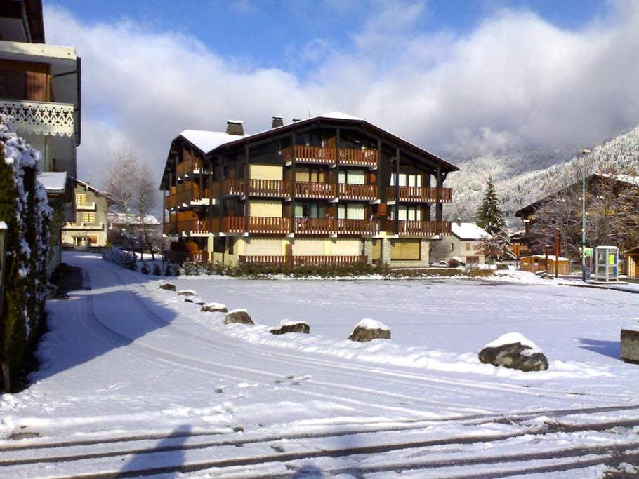 newly furnished, central ski in/out - Morzine - Appartamento
