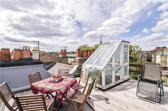 Adorable Duplex with Roof Terrace!