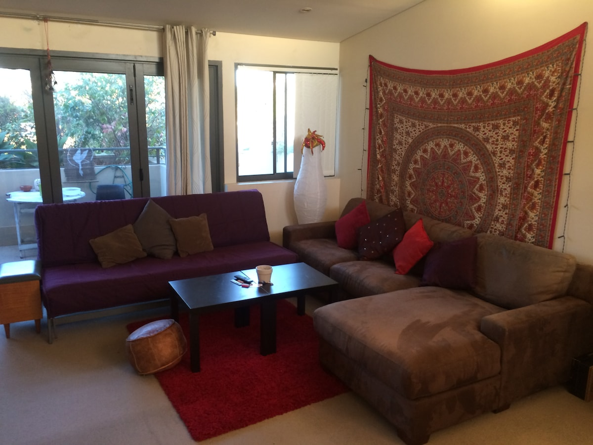 Double Bed, big balcony! Central