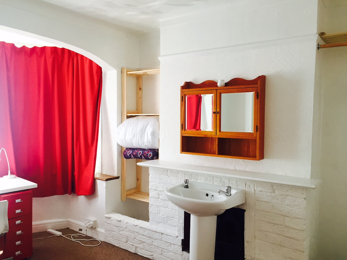 Cosy Room close to Central London!
