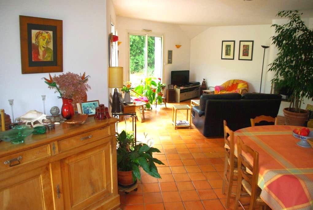 chambre 1 à 3 pers + petit déjeuner - Saint-Léger-des-Bois - 独立屋