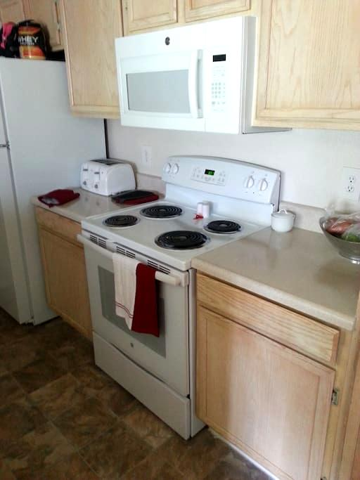 Furnished, Humble Abode - Charlotte - Pis