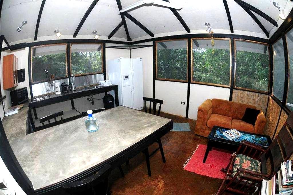 Johnny Mañana's  Tree House - Playa Negra - Blockhütte