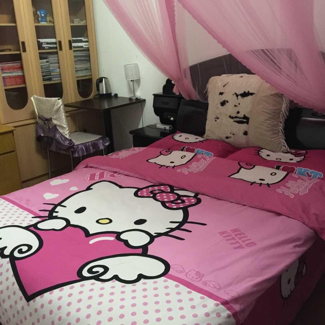 Queen Size Bedroom with plenty book