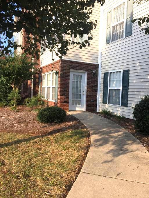 High Point/Greensboro - 2 bed 2 bath clean condo - Greensboro - Társasház