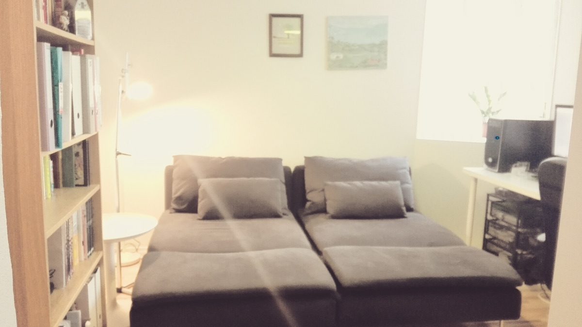 Central+Safe+Cozy+Clean+Female only