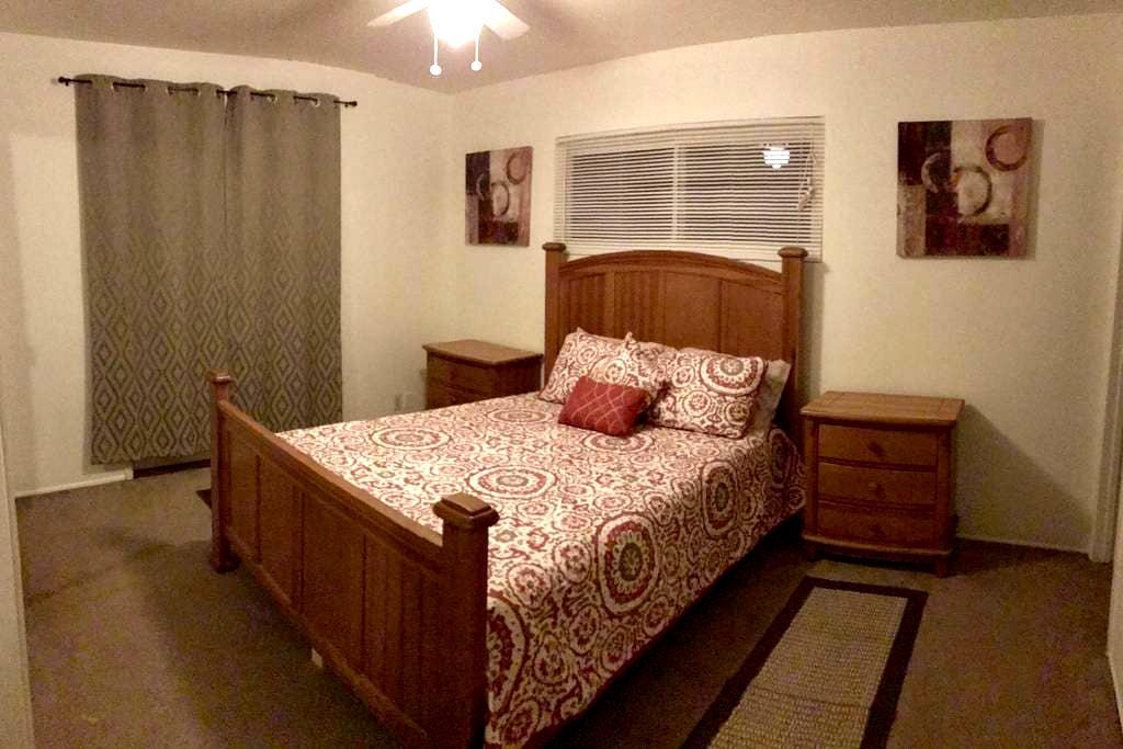 Private room w/ private bath; Queen size bed - Santa Barbara - Hus