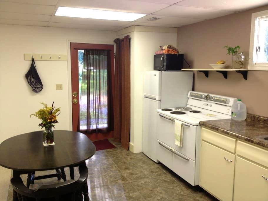 Studio guest house in Yellowwood SF - Bloomington - Casa