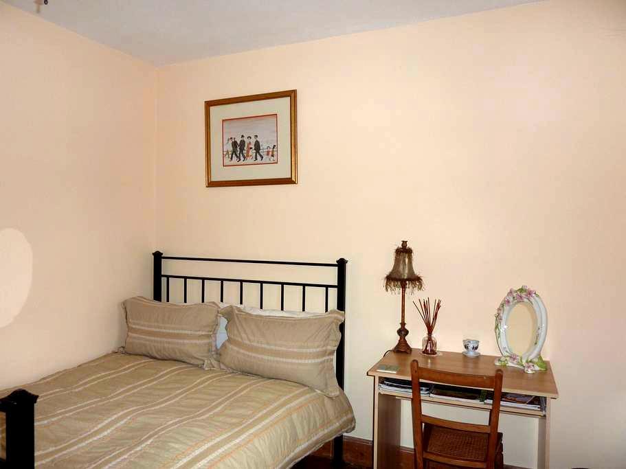Lovely double room can sleep 3 - 街道