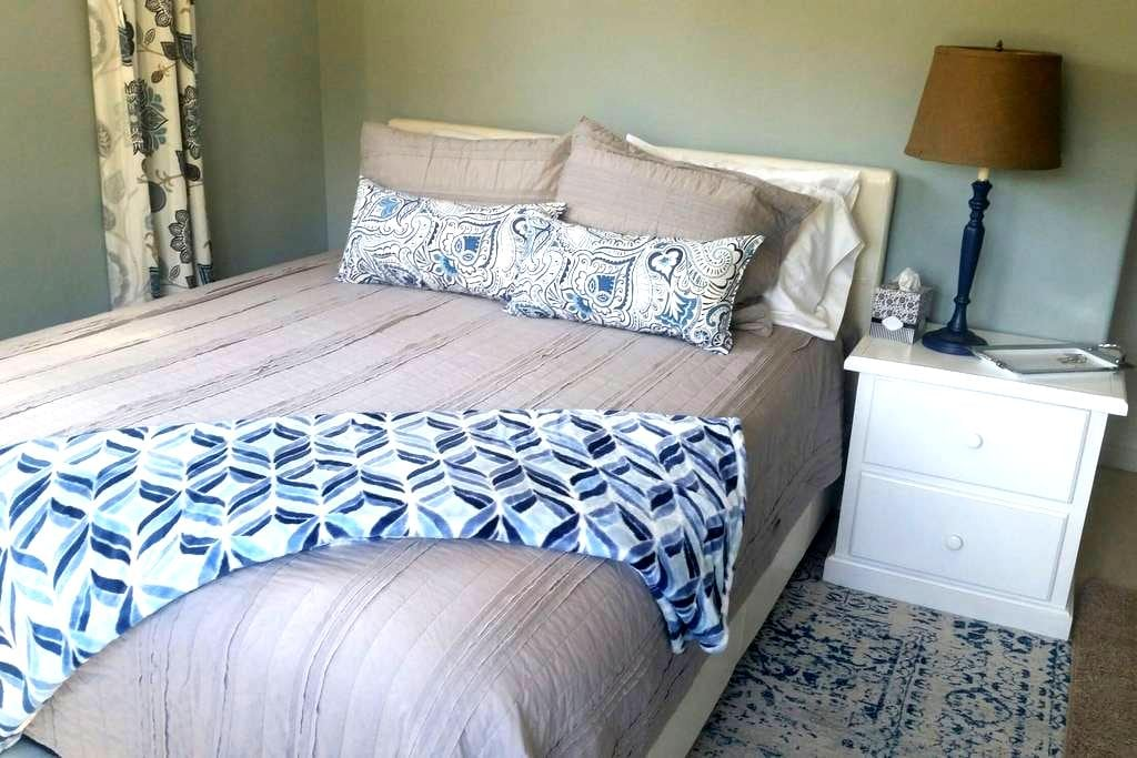 Charming room near the beach - Carpinteria - House