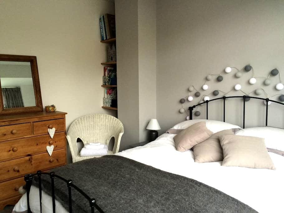 Private Double Ensuite Room - Leominster - Casa