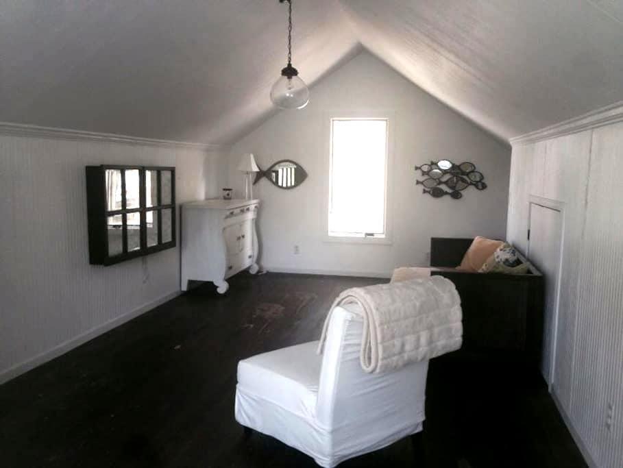 Cozy lake cottage - Syracuse