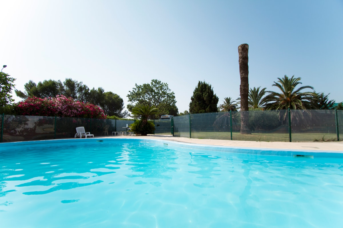 Studio avec piscine vue mer Antibes