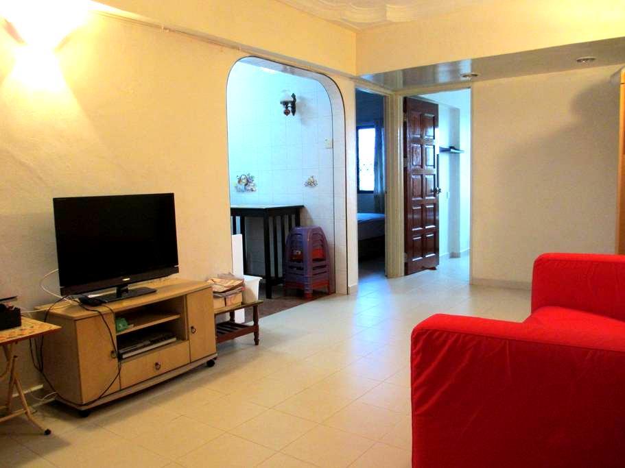 2 Bedroom Comfortable Apartment - Gelugor