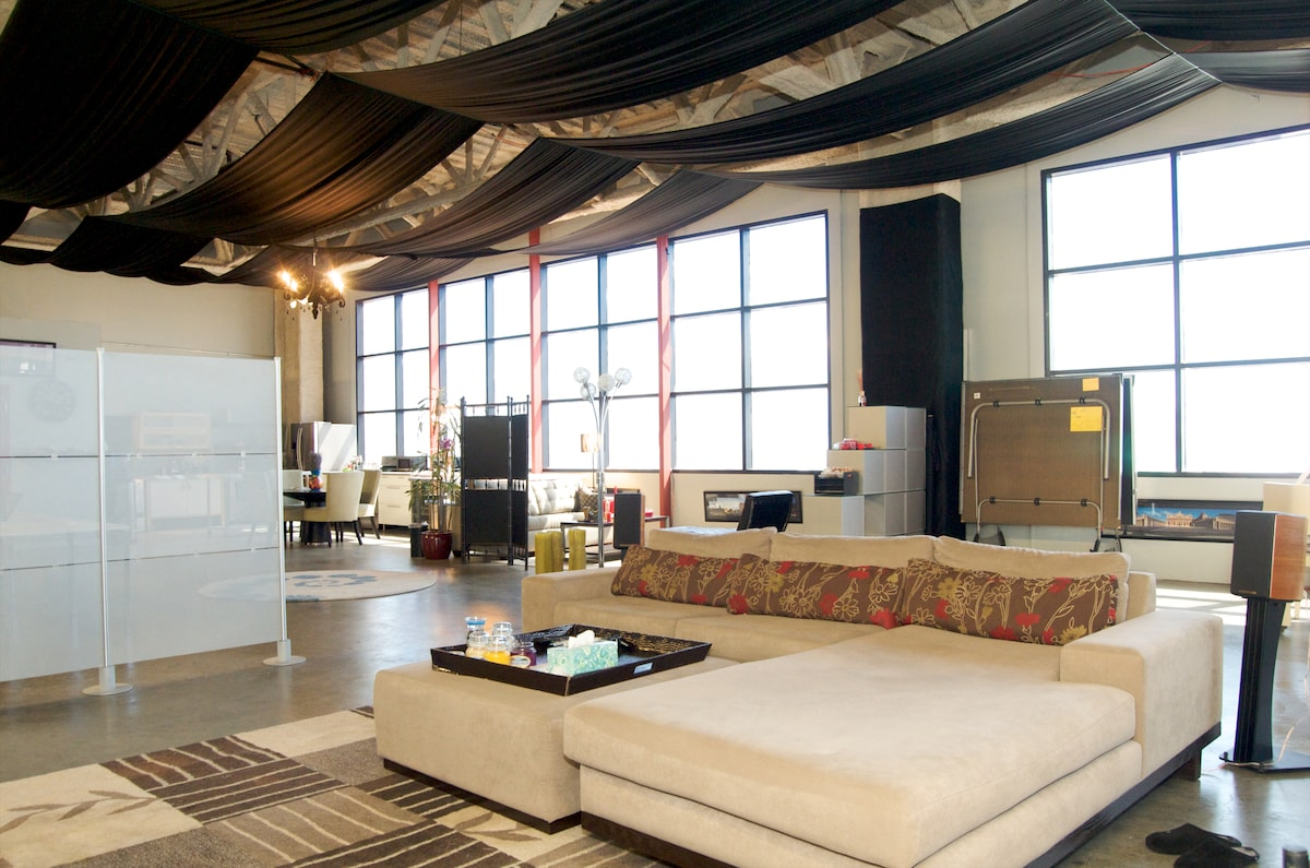 Spacious - 3000 sq. ft. SF LOFT